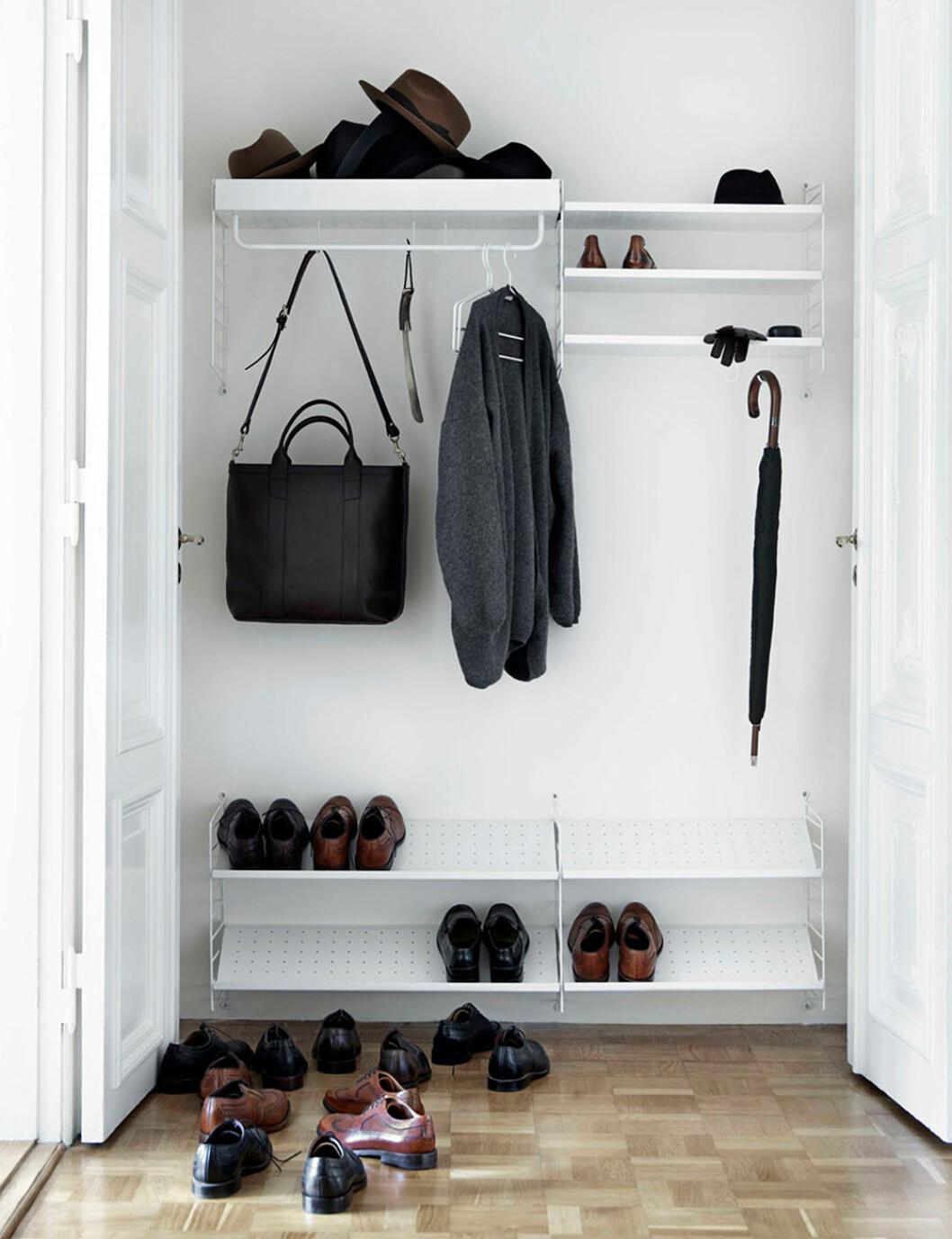 String skohylla är ett bra val i compact living-hallen