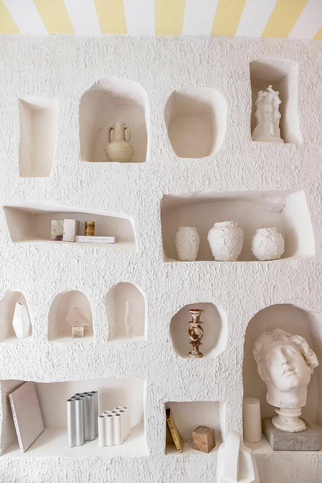 hylla inspirerad av grotta av Studio Haddou Dufourcq