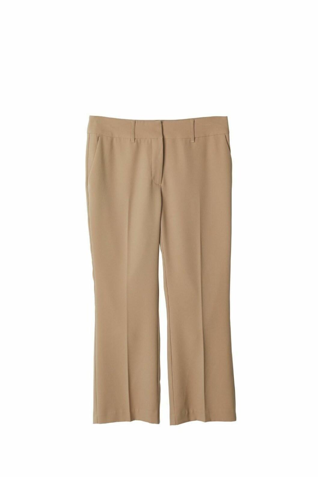 Tillhörande byxor i beige från Stylein.