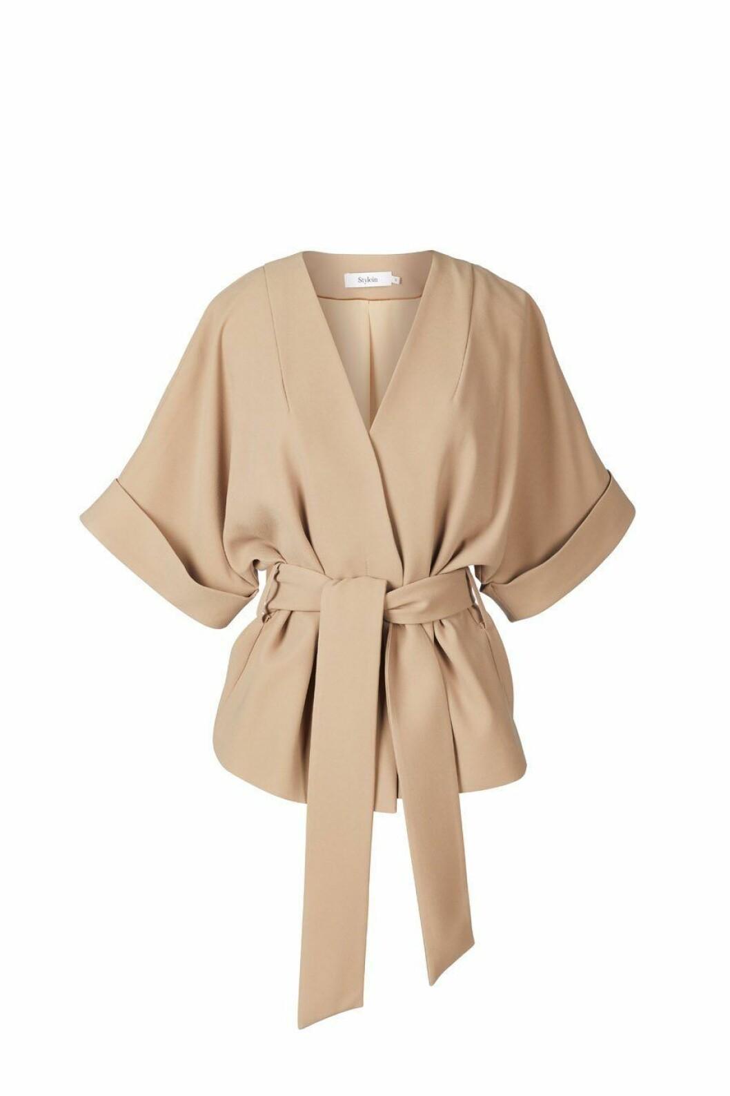 Stylein erbjuder fina kostym-set som både är sköna och stilsäkra.
