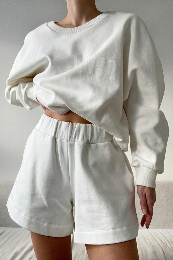 vitt mjukisset med shorts från stylein.