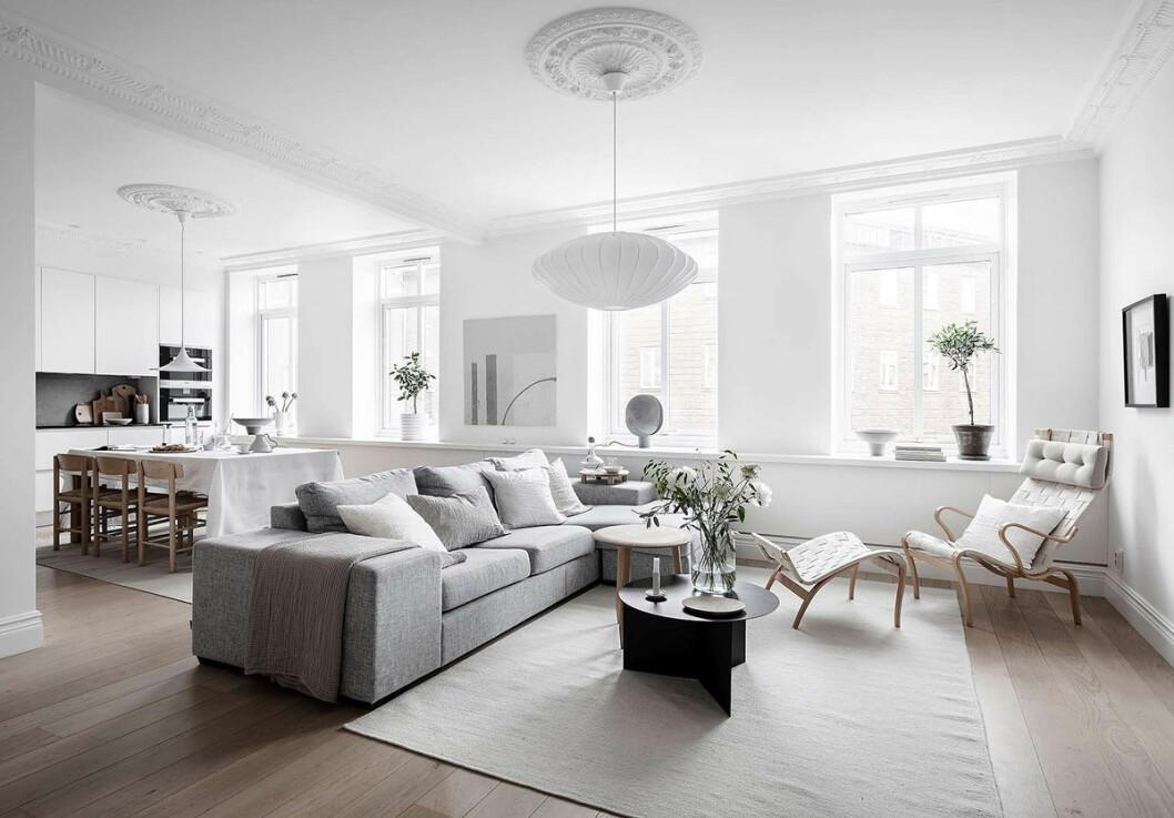Snyggt stylad bostad i vitt och naturnära färger