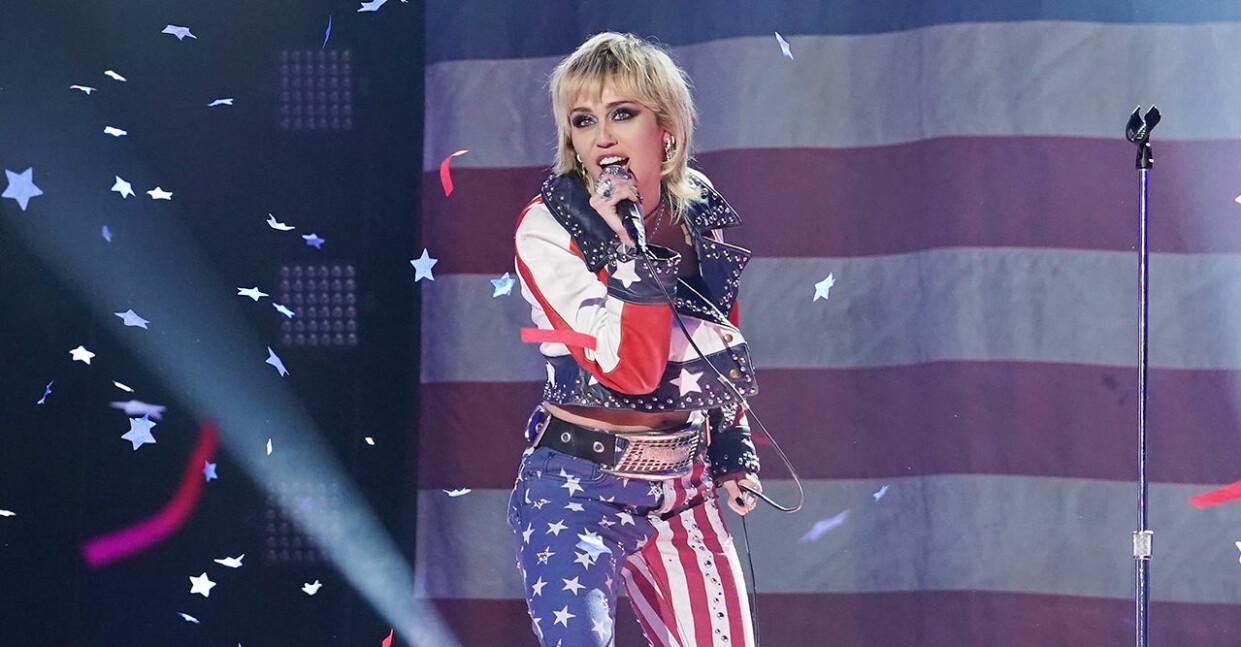 miley cyrus sjunger iklädd amerikanska flaggan