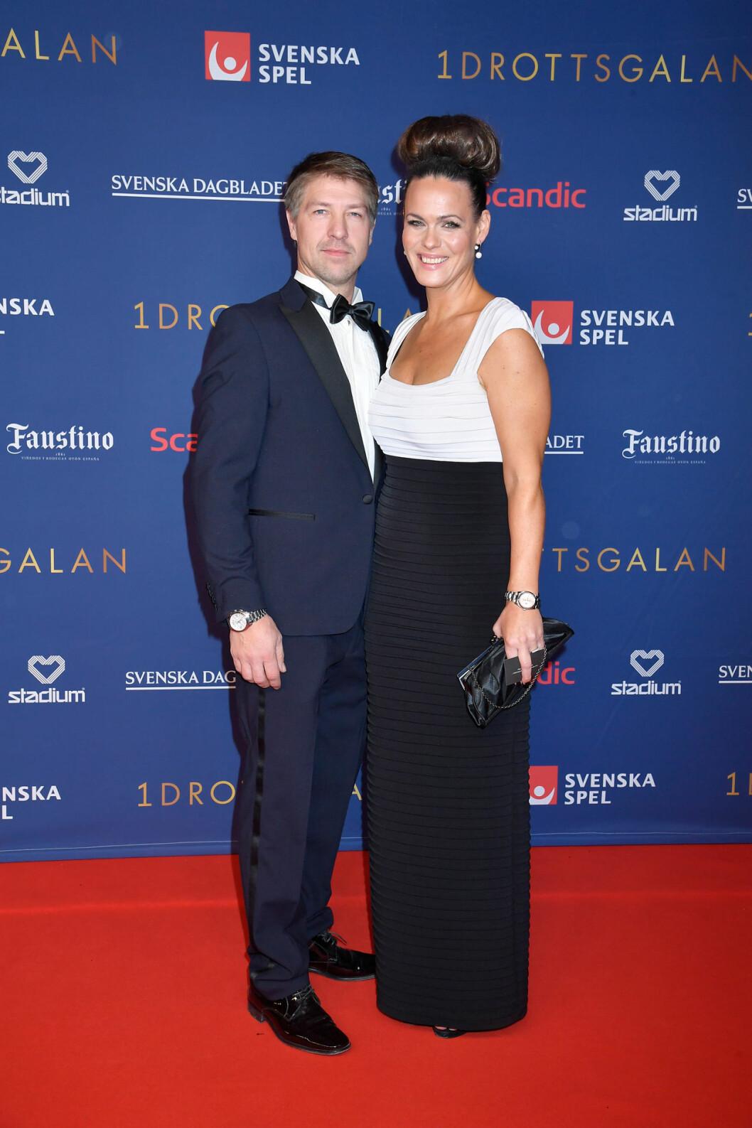 Suzanne Sjögren och Pontus Westergren på röda mattan på Idrottsgalan 2020