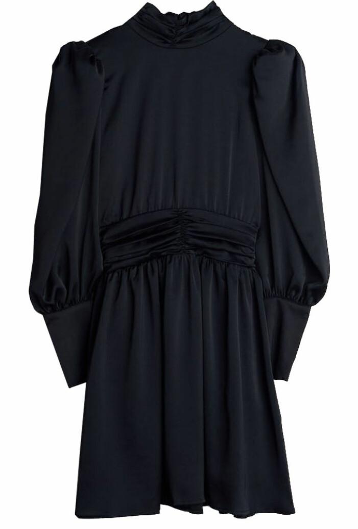 kort långärmad svart klänning från gina tricot