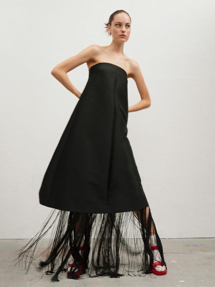 Svart klänning med fransar från Toteme