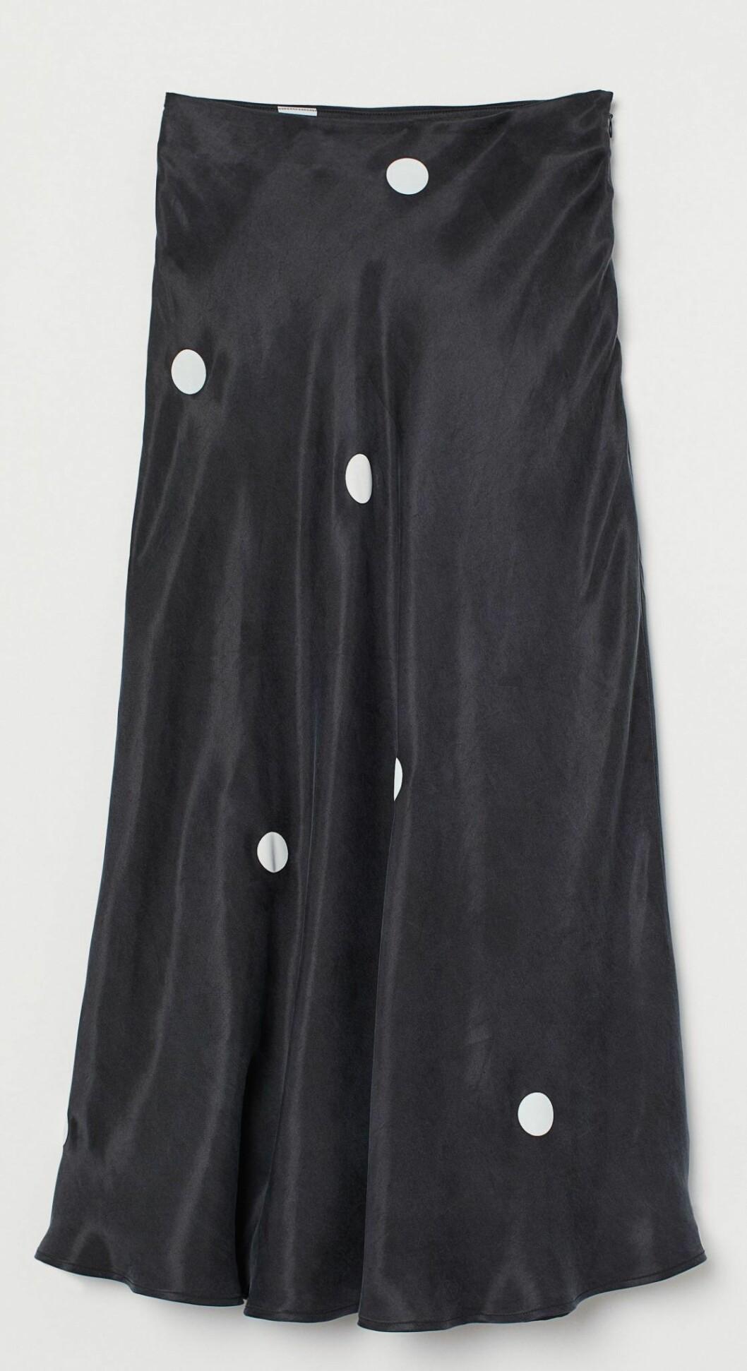 svart midikjol från hm med vita prickar.