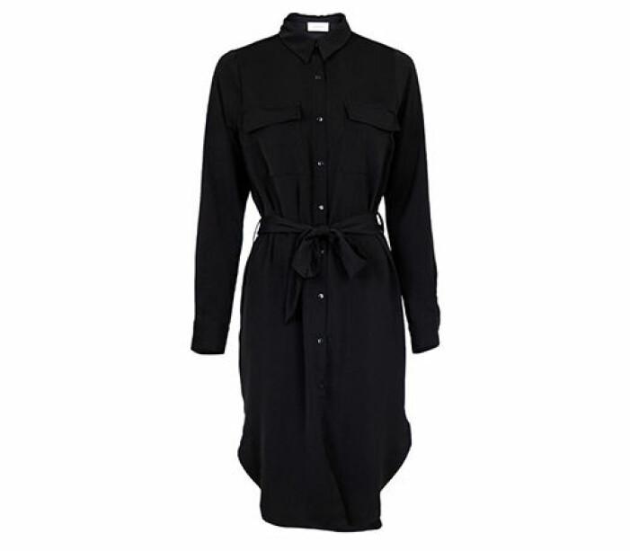 svart skjortklänning med bälte