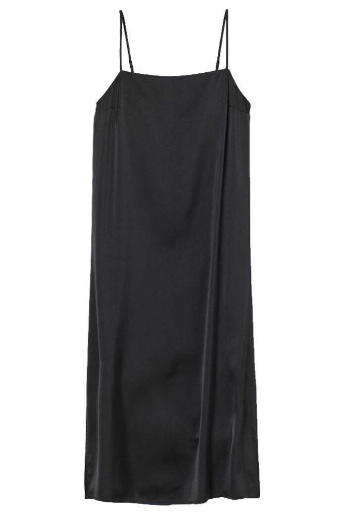 svart slipklänning i satin med tunna band från H&M
