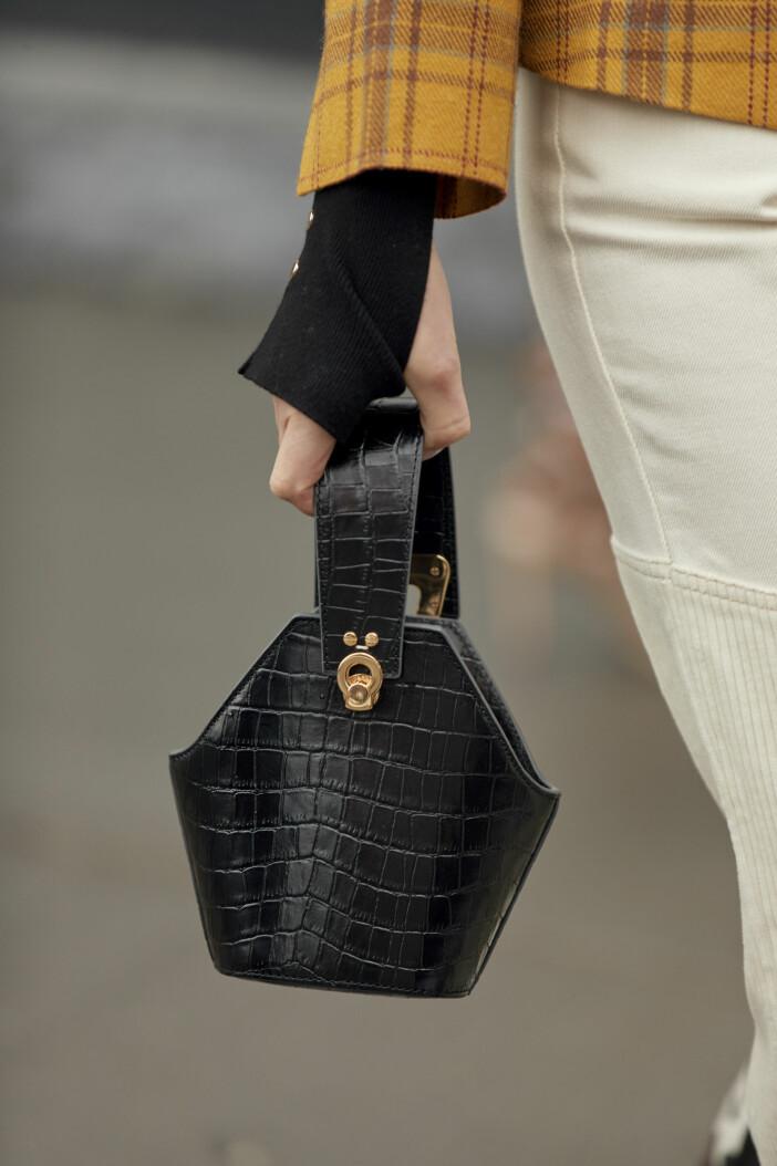 svart väska croco streetstyle.