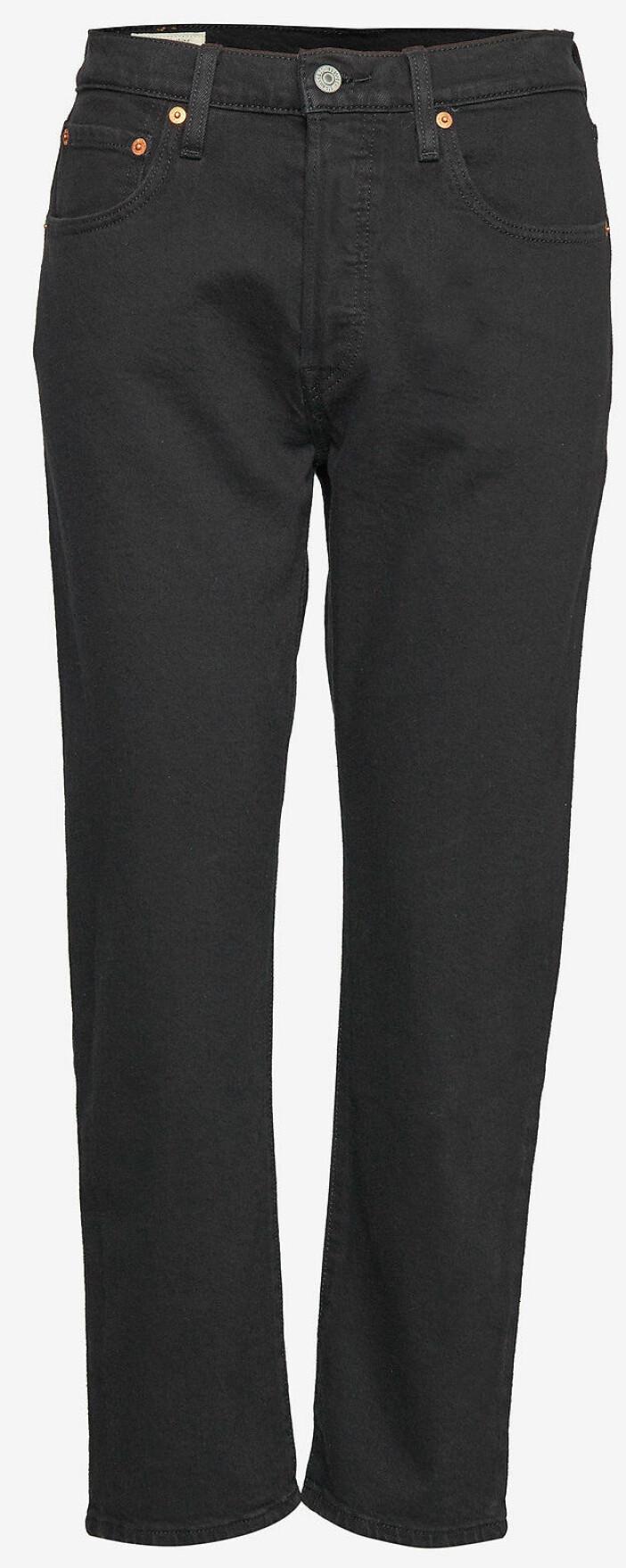 Svarta jeans i rak modell från Levis.