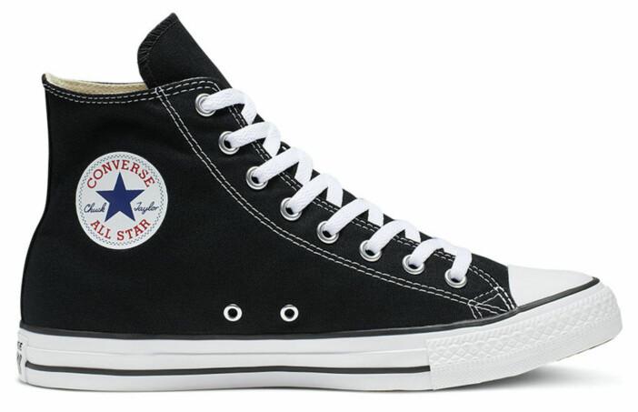Svarta klassiska Converse i hög modell.