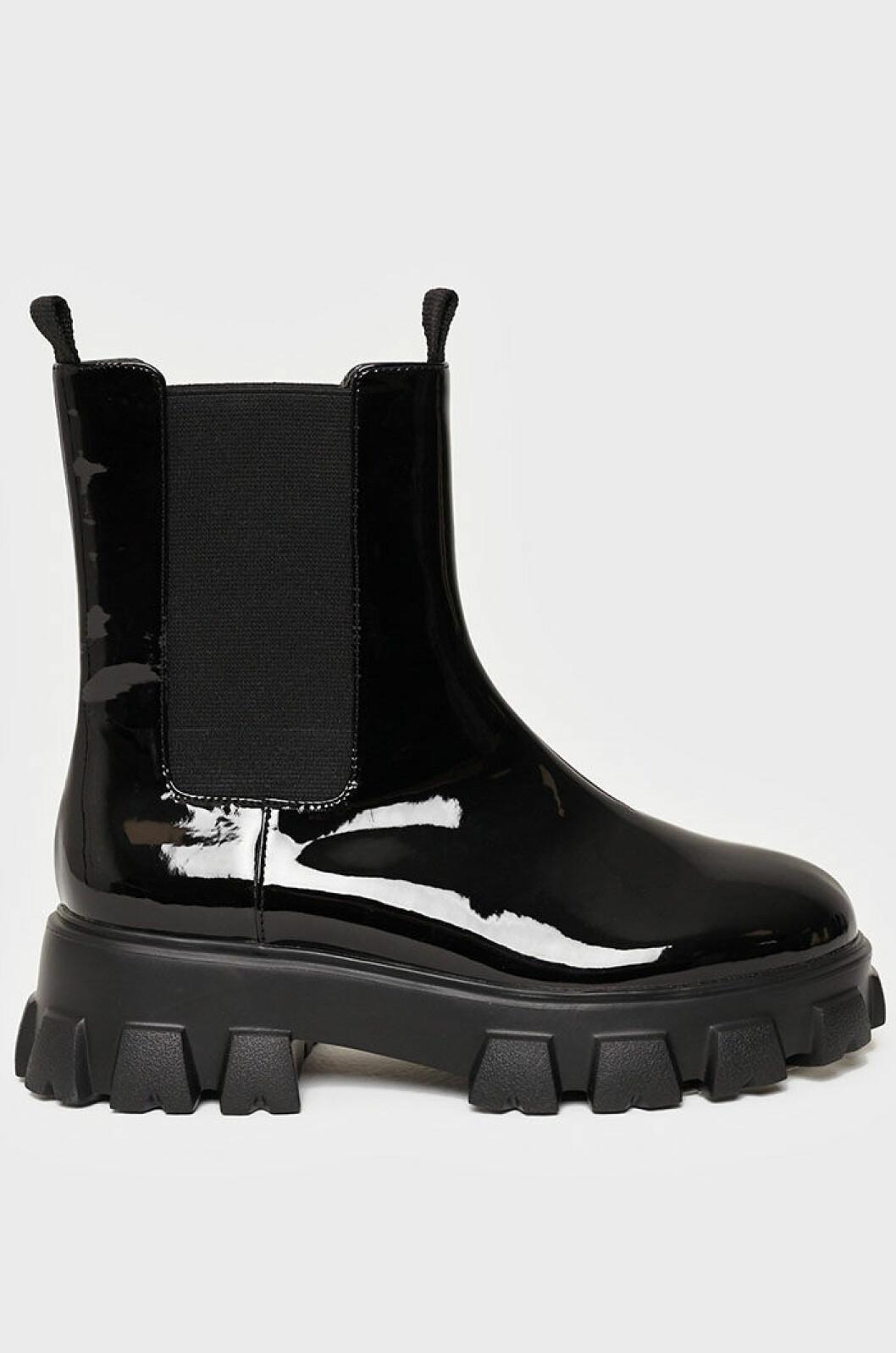 svarta-lackade-boots-nly-shoes