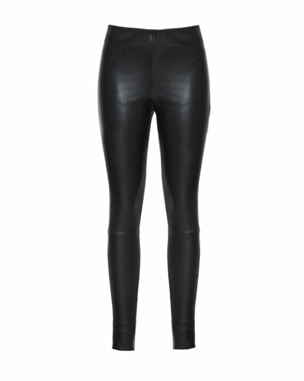 Svarta byxor i läderimitation från Wakakuu