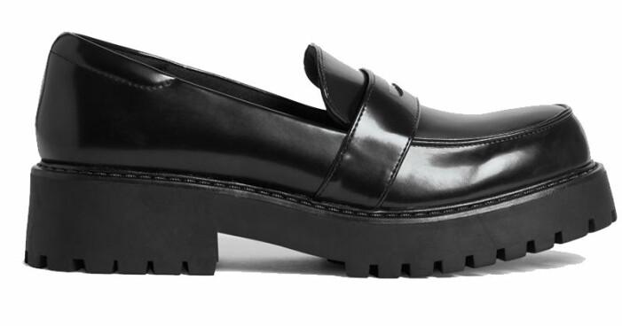 svarta loafers monki