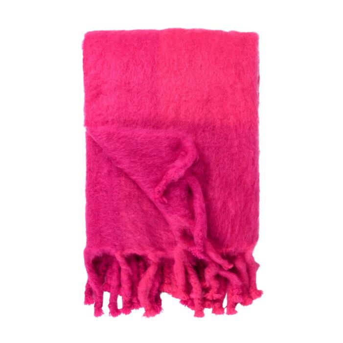 Färgstarka shoppingtips för vardagsrummet, ceriserosa pläd från Svenskt Tenn