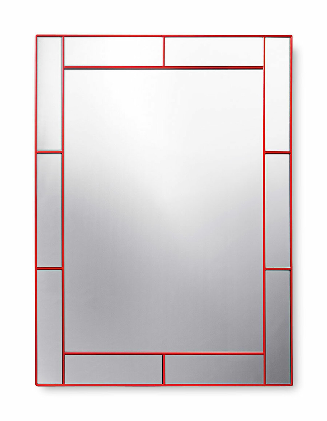 Spegel med rödlackerad ram.