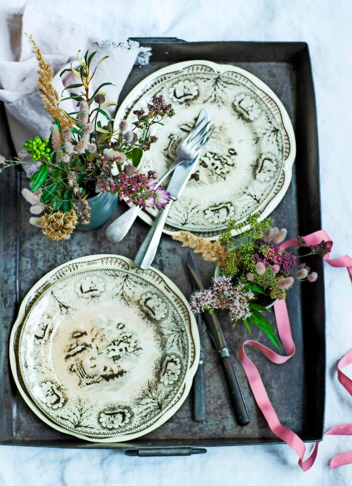 Vintageporslin tablescaping.