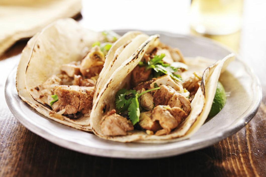 Tacos och kyckling - två svenska favoriter. Foto: IBL