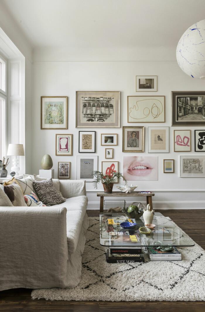 tavelvägg och inspirerande vardagsrum hos emely crona stenberg