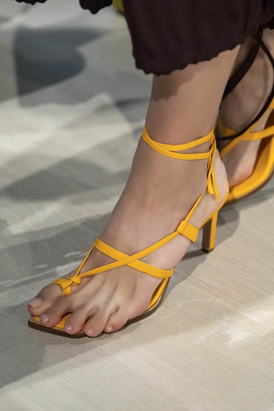 Gula rem-sandaler tibi