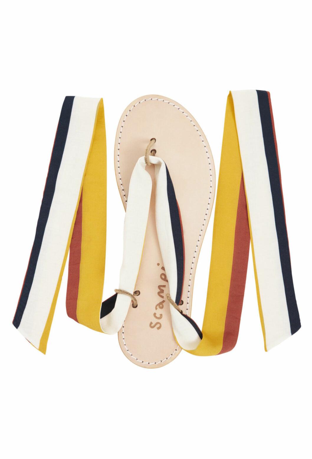 Flipflopsandaler med tygband i röd, vit, blå och gul från Scampi.