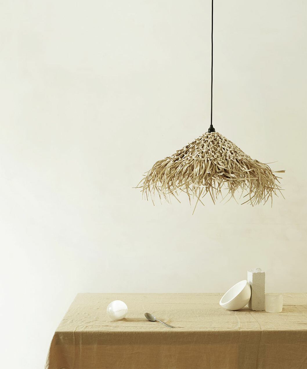 Lampa i naturmaterial från Tine K Home