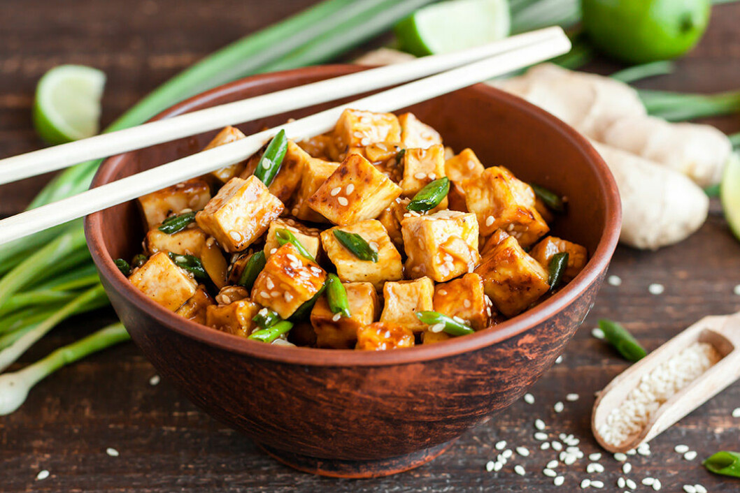 Tofu är en bra proteinkälla för veganer.