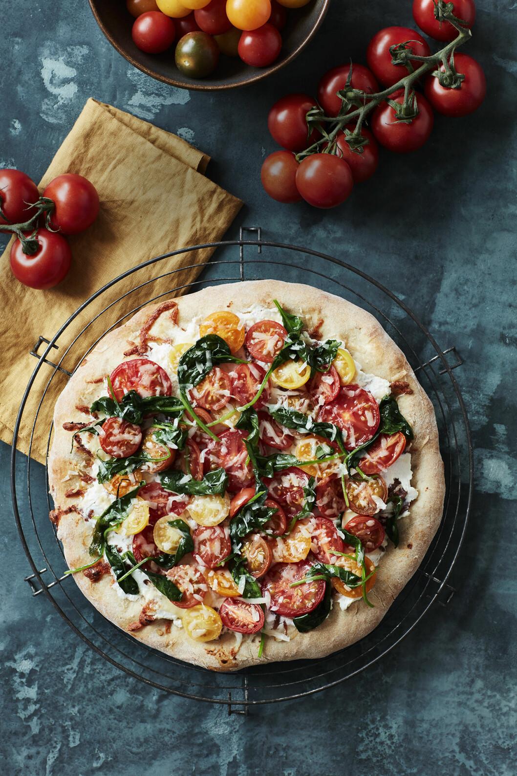 Recept durumpizza med ricotta och tomater
