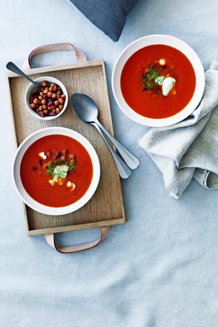 Tomatsoppa med kikärter och spröd chorizo