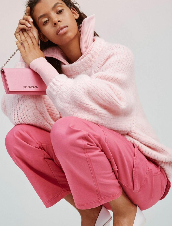 Hel outfit i rosa med väska från Balenciaga – hösten 2019 är ton i ton den största trenden