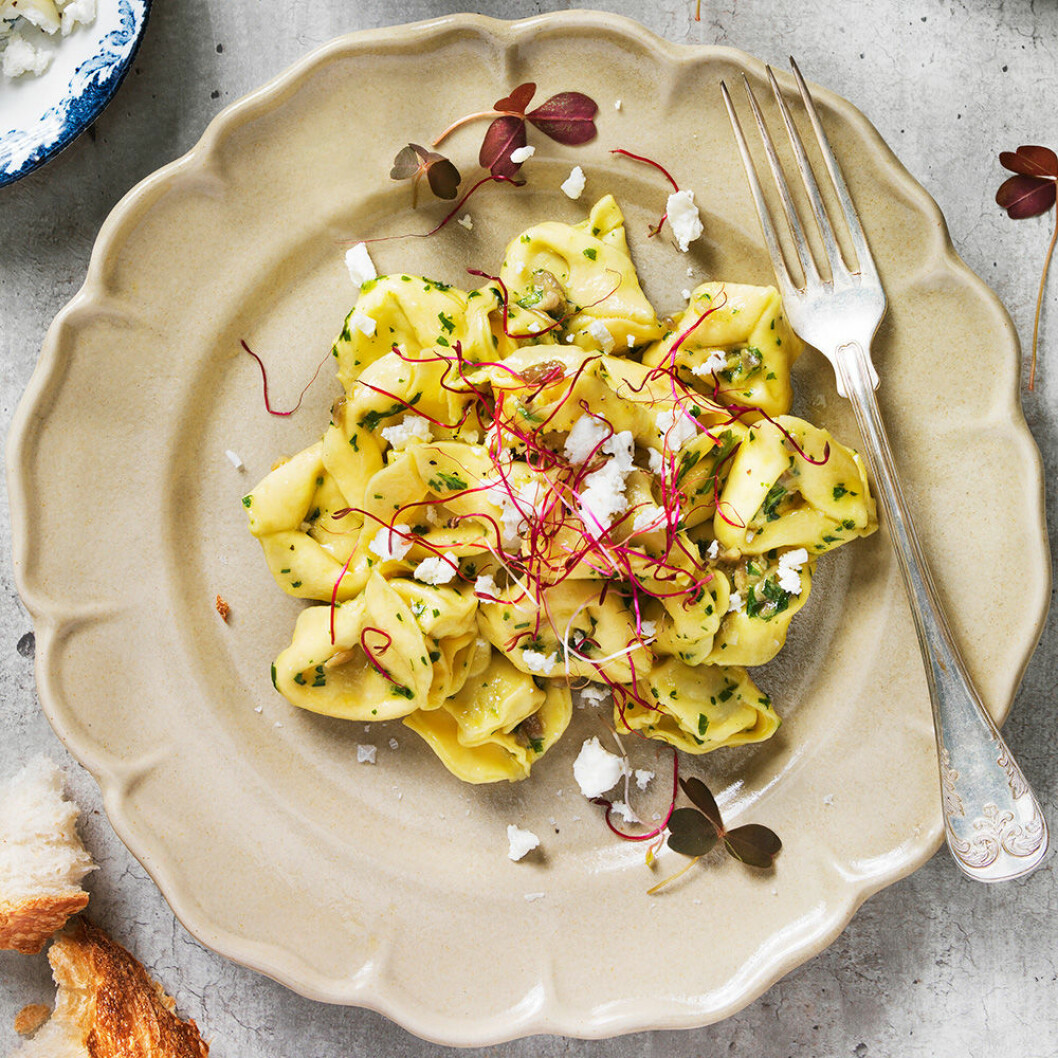 Tortellini med sparrisbroccoli och västerbottenspesto.