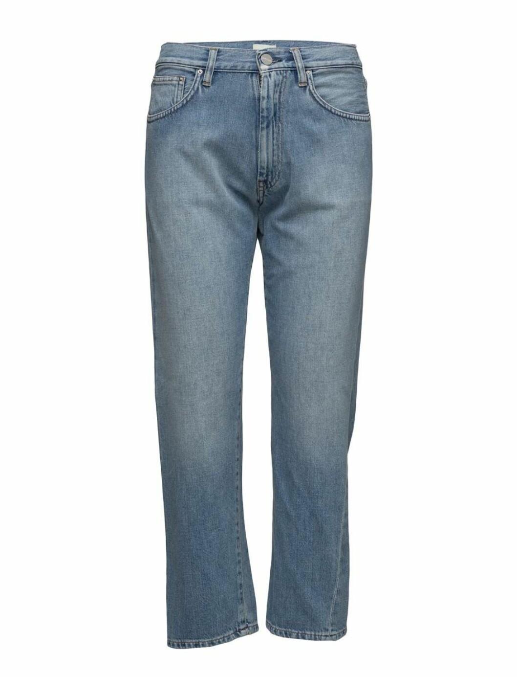 Jeans från Toteme, läs mer och köp här.