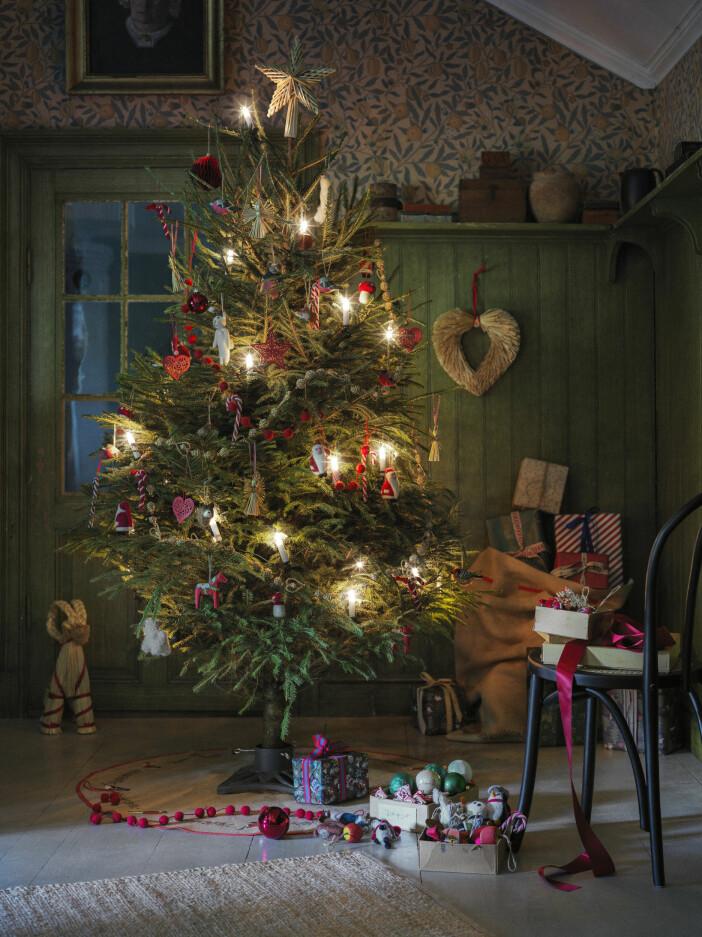traditionell julgran hos Åhléns 2020