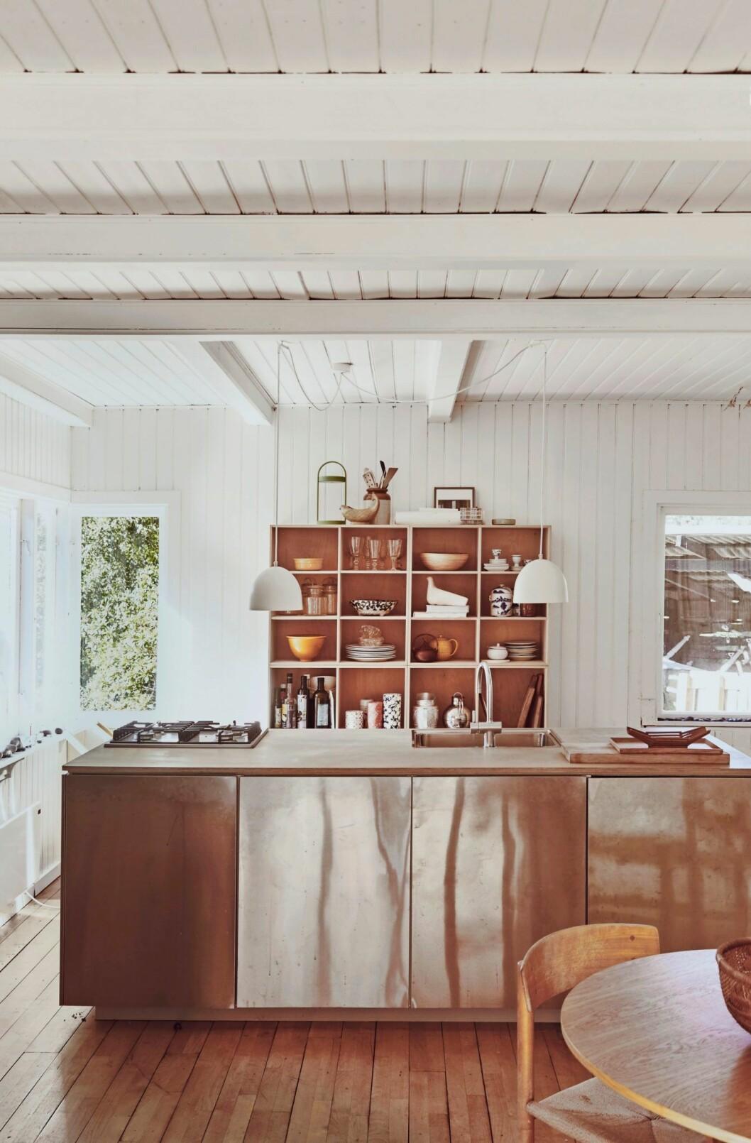 Naturnära kök i trähuset på Själland