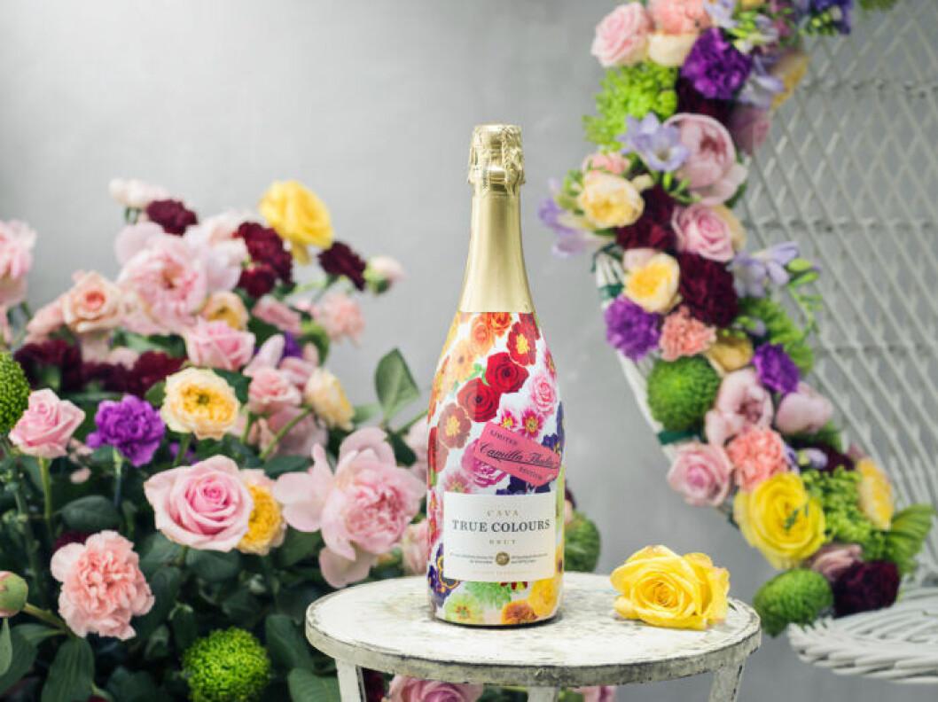 Camilla Thulins egendesignade flaska till True Colours Cava.