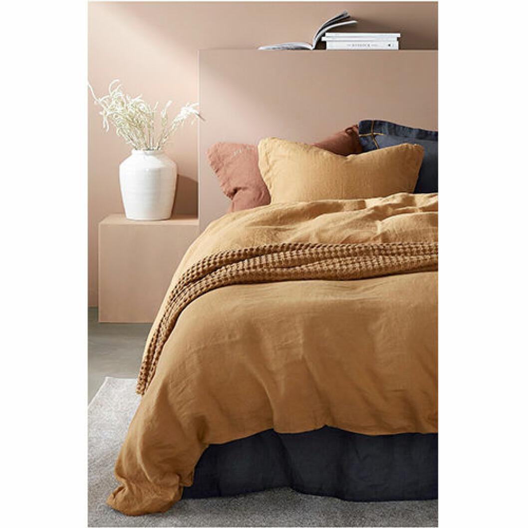 Lakan i linnekvalité kamelbrun färg
