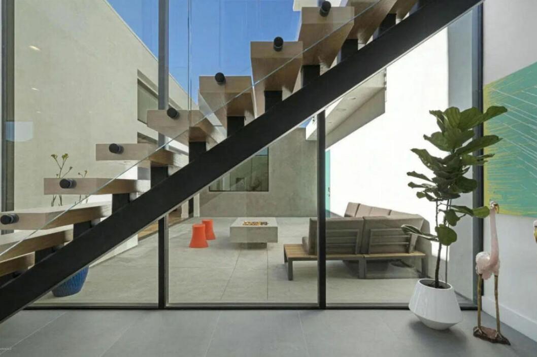 Bild på en trappa inne i Taylors hus