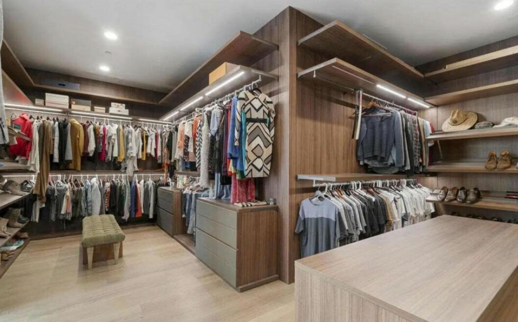 Bild på Taylors walk-in-closet
