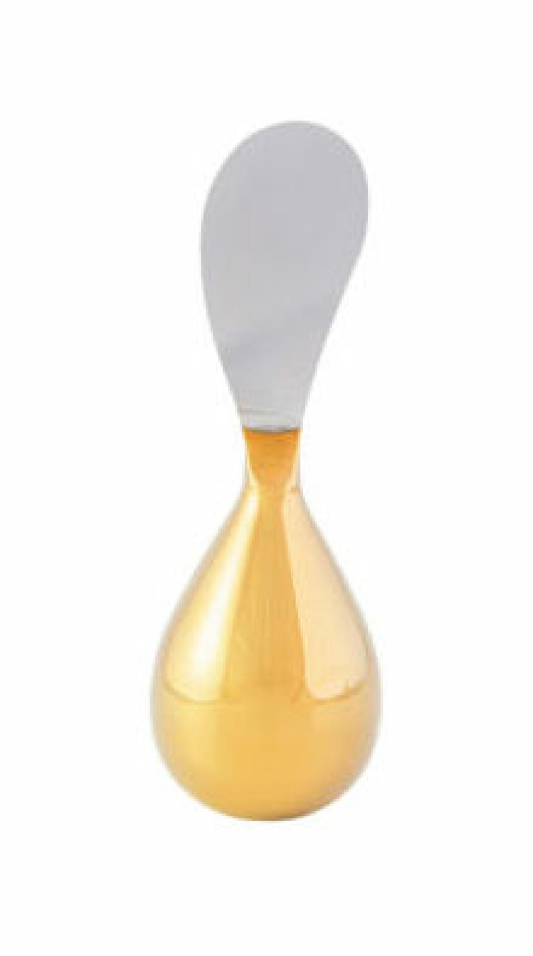 Klongs dekorativa smörkniv Tilt som både är nödvändig och fin som en detalj på köksbordet.