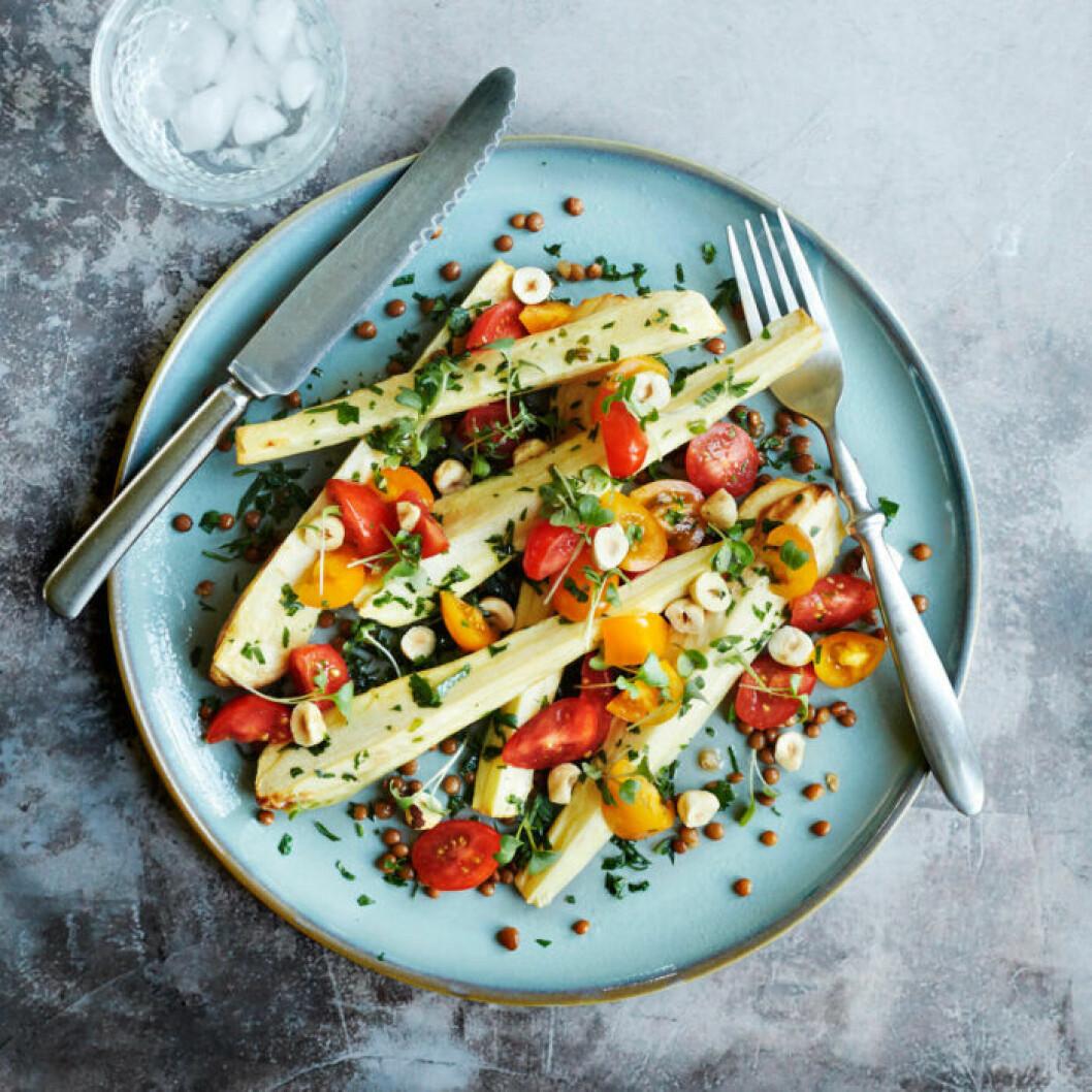 Recept på ugnsbakad palsternacka med tomat