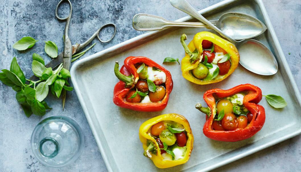 Recept på ugnsbakad paprika med mozzarella och tomat