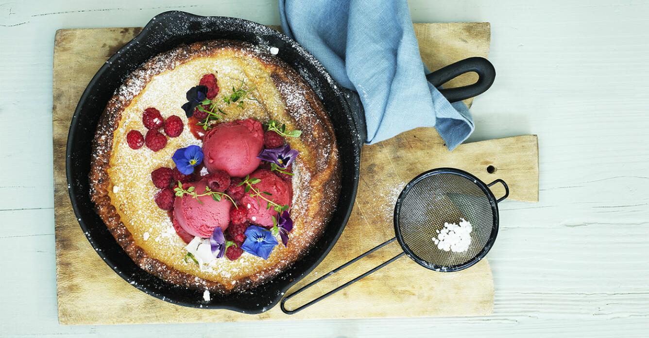 Recept på ugnspannkaka med hallon- och citrontimjansorbet