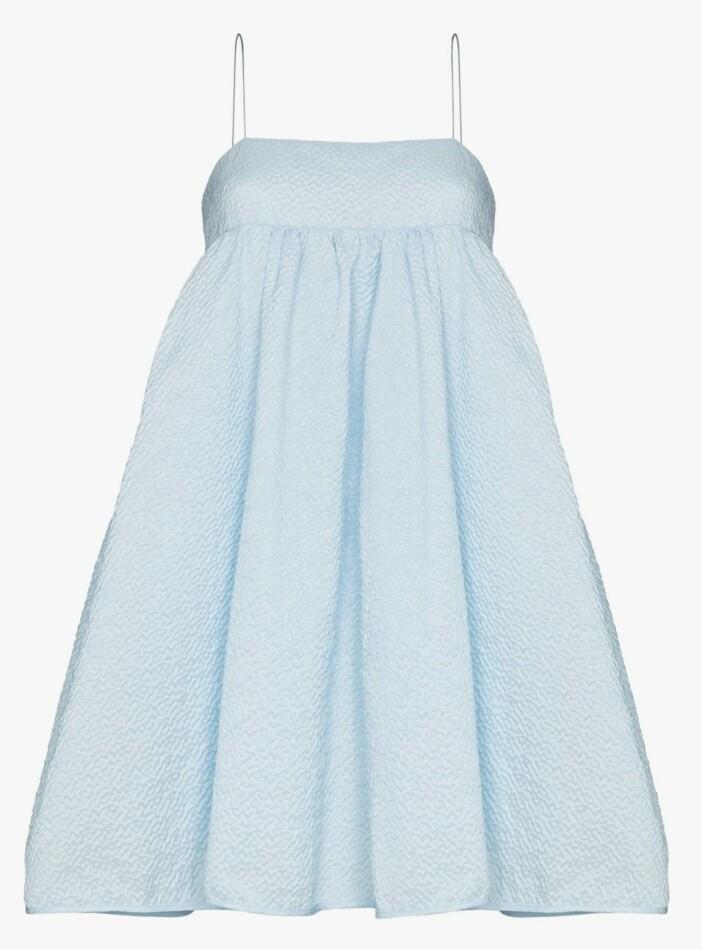 Vacker isblå ballongklänning från Cecilie Bahnsen.