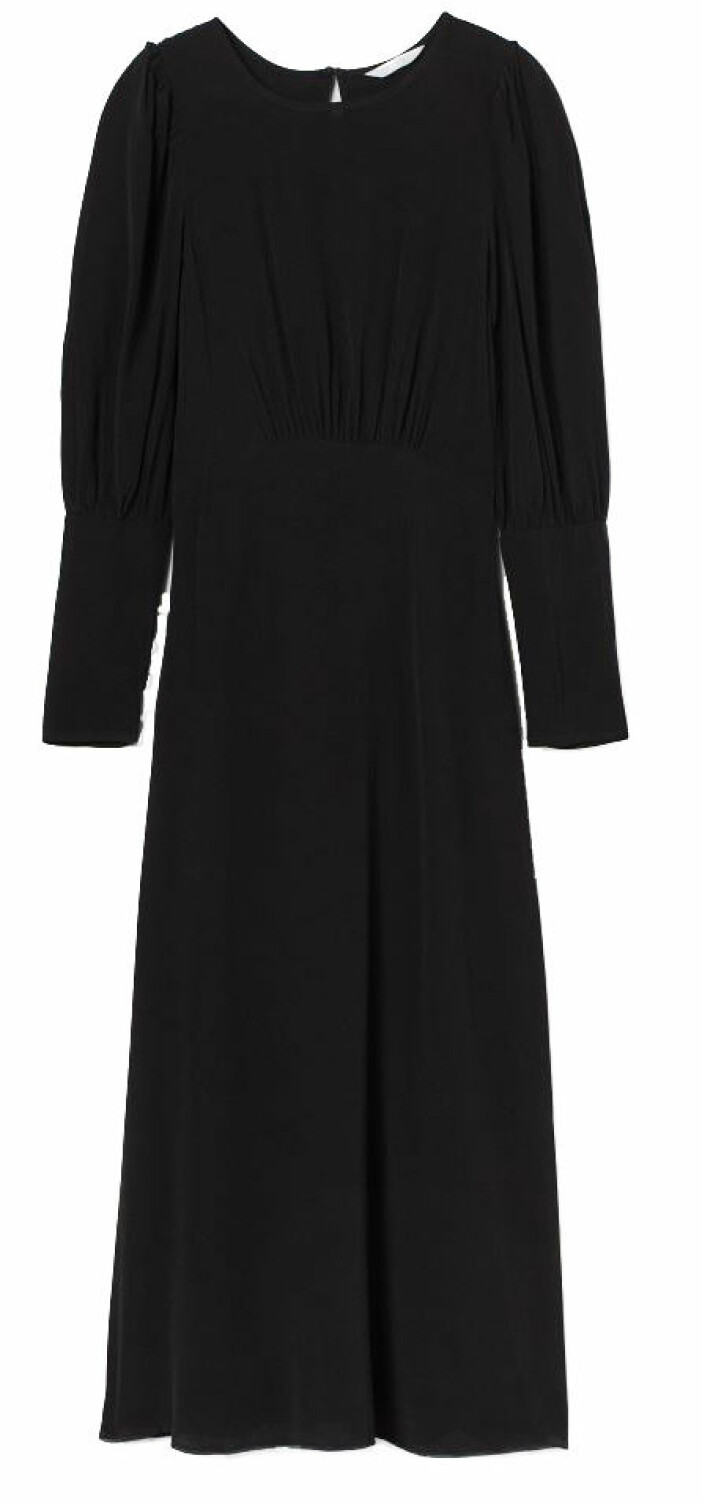 Vadlång klänning från H&M med urringad rygg.