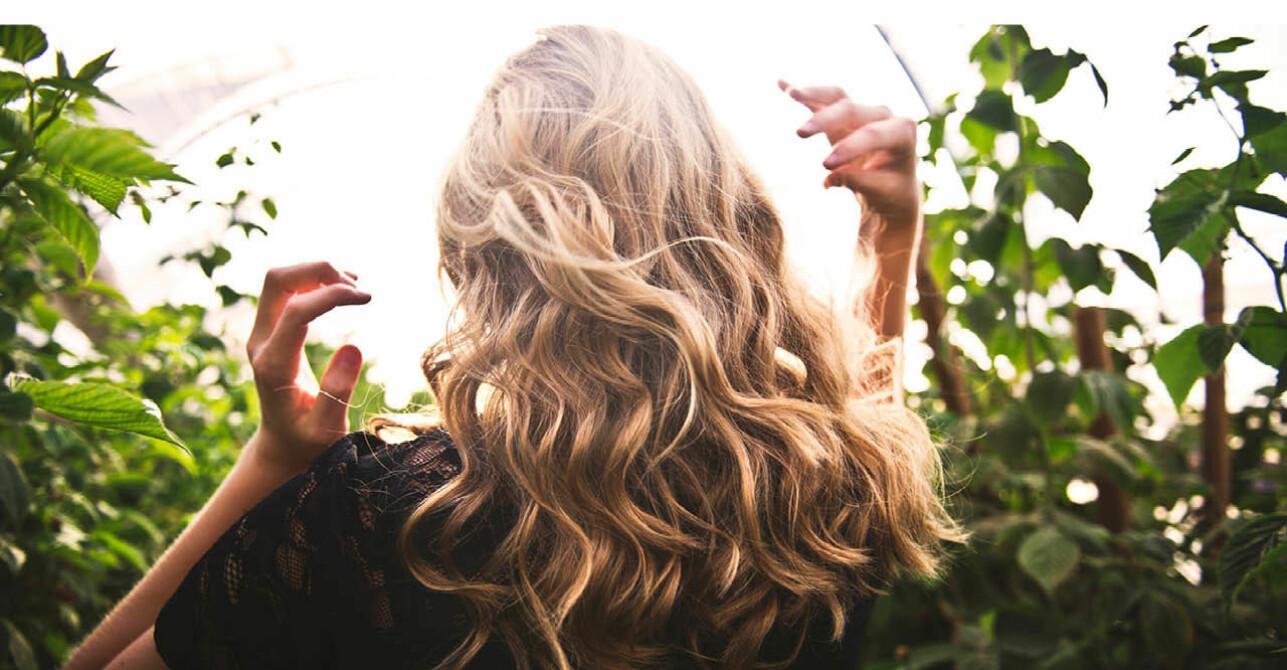 Locka håret med plattång