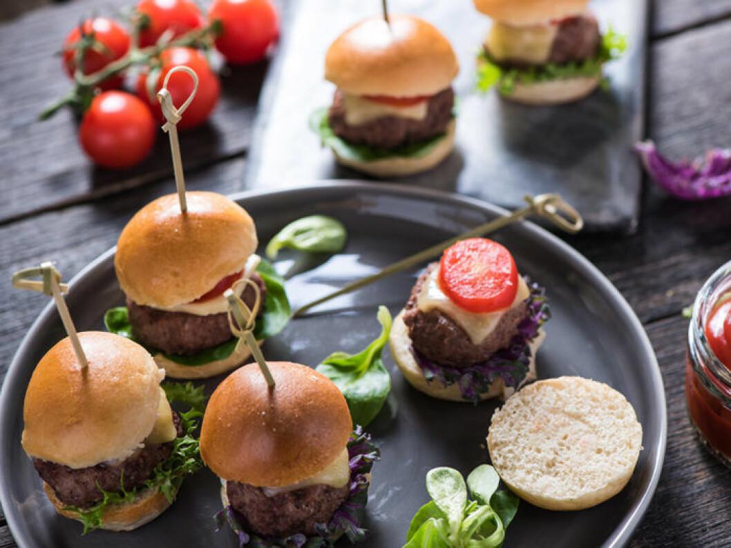 Minihamburgare med vaktelägg. Foto: Shutterstock
