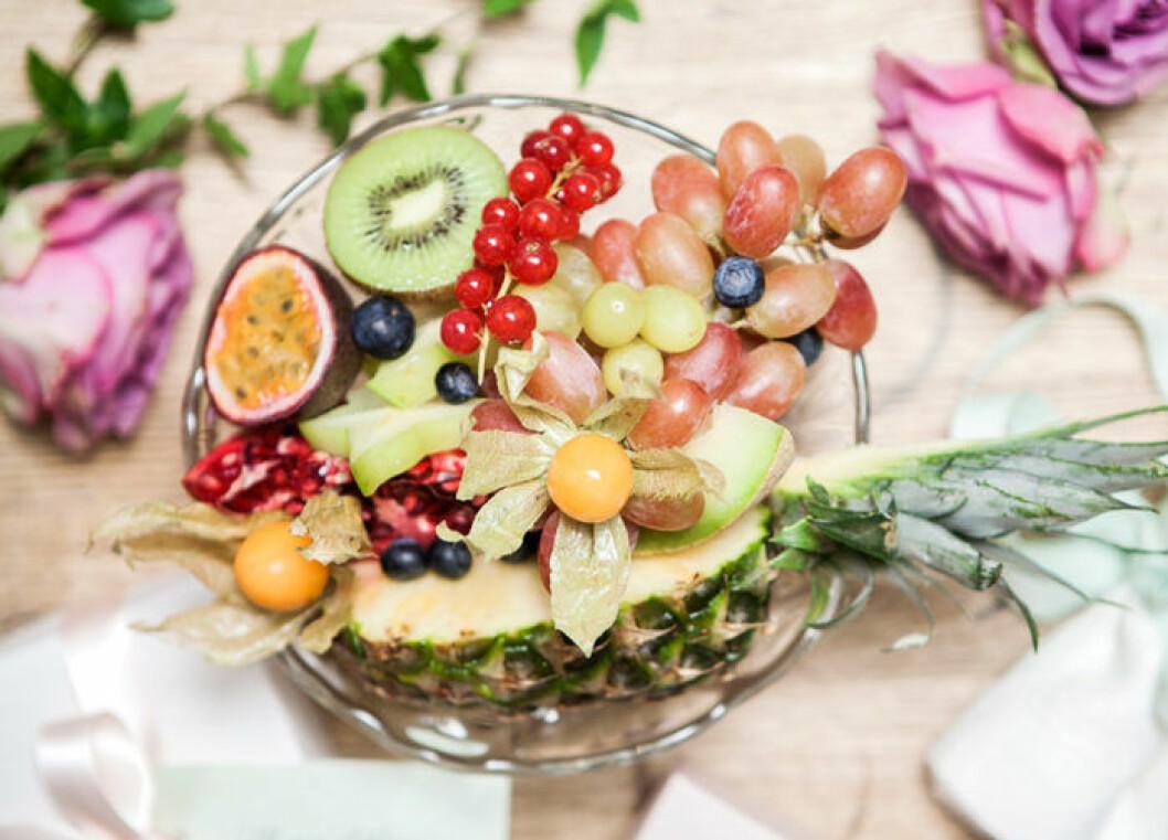 Duka upp med exotisk frukt.