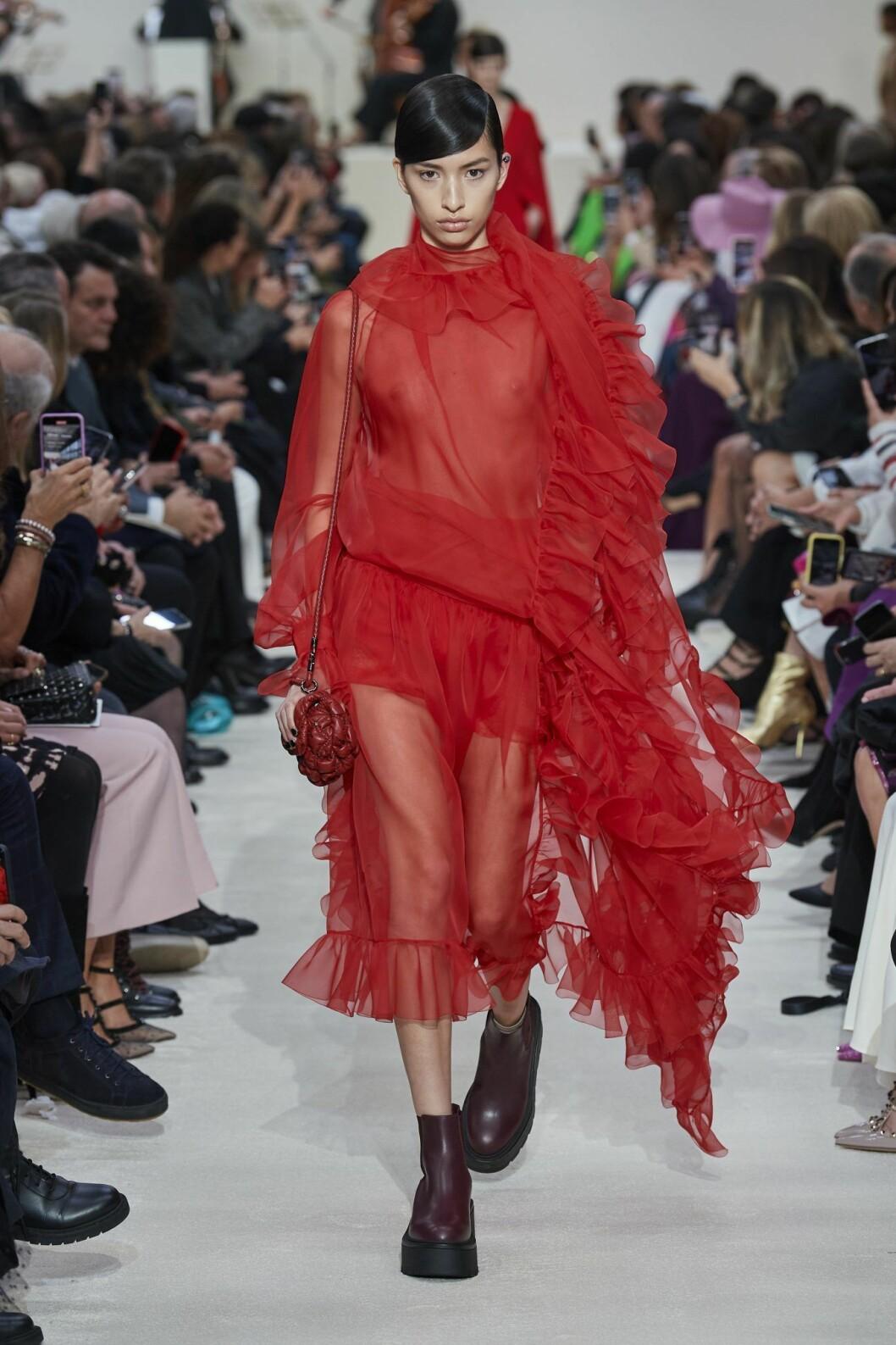 Röd transparent look Valentino AW20.