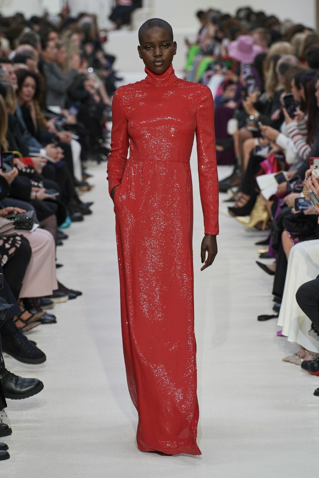 Röd glitterklänning Valentino AW20.